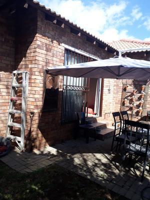 Property For Rent in Honeydew Ridge, Roodepoort