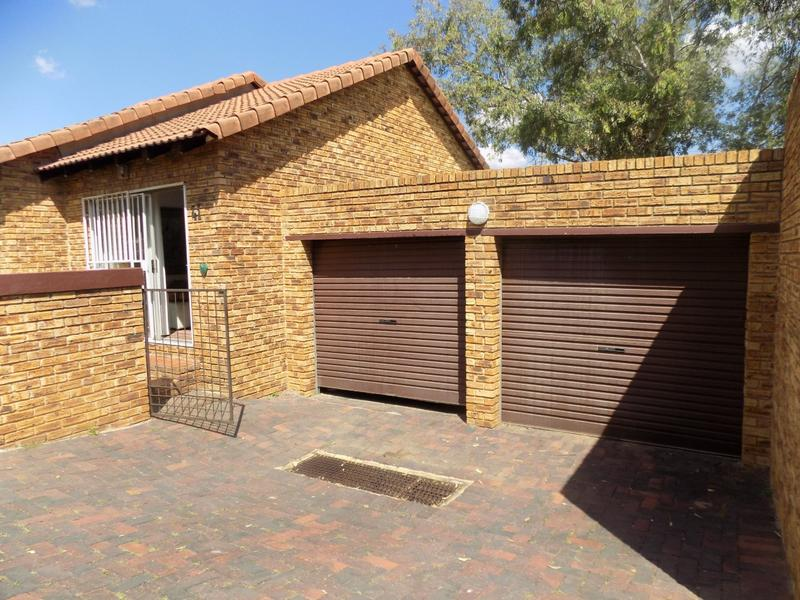 Property For Sale in Wilgeheuwel, Roodepoort 3