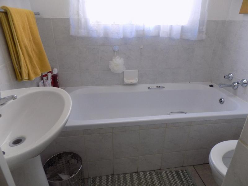 Property For Sale in Wilgeheuwel, Roodepoort 10