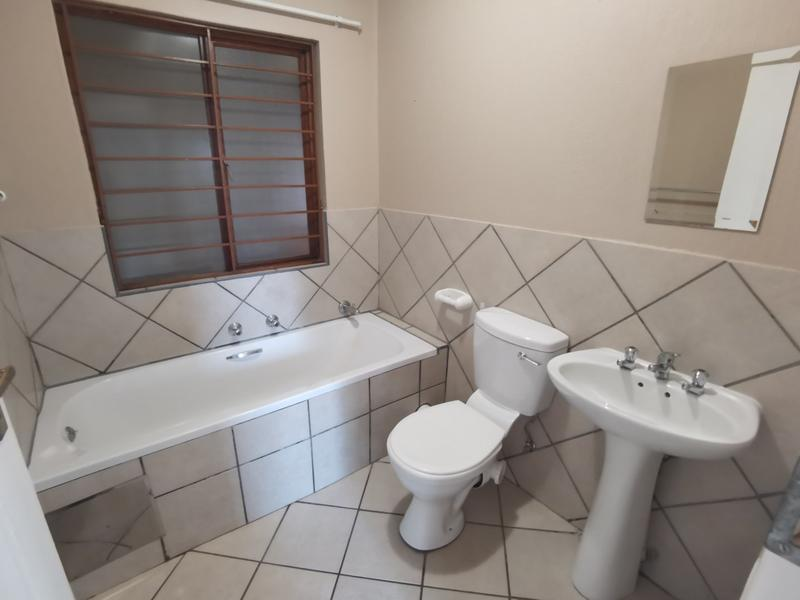 Property For Rent in Constantia Kloof, Roodepoort 11