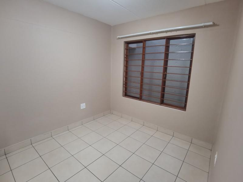 Property For Rent in Constantia Kloof, Roodepoort 12