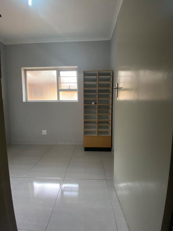 Property For Rent in Fairland, Randburg 18