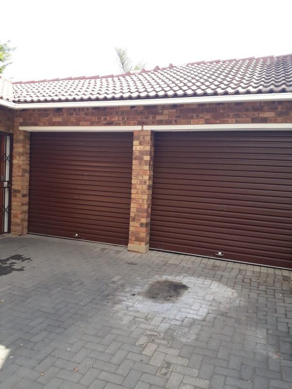 Property For Rent in Honeydew Ridge, Roodepoort 2