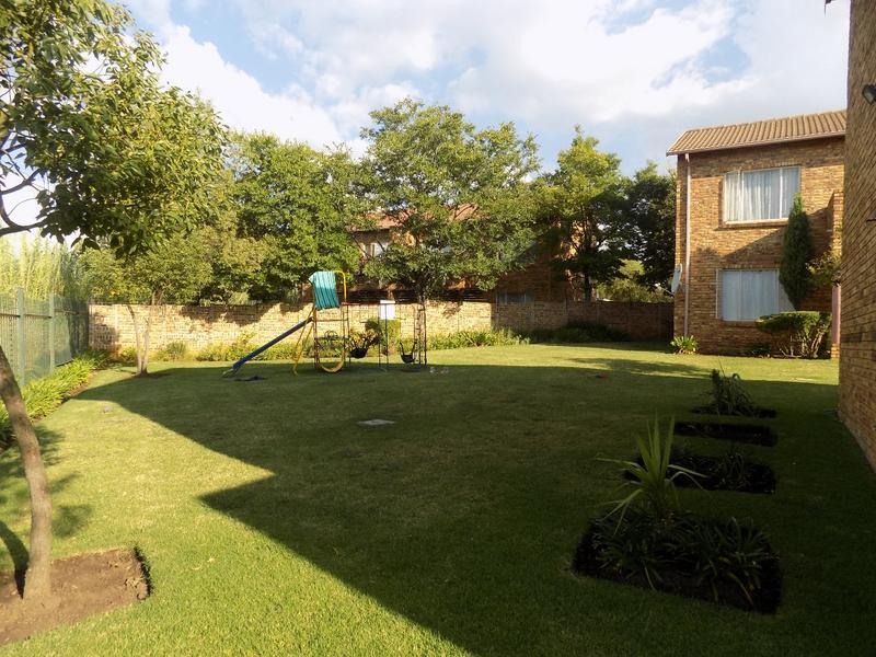 Property For Sale in Wilgeheuwel, Roodepoort 6