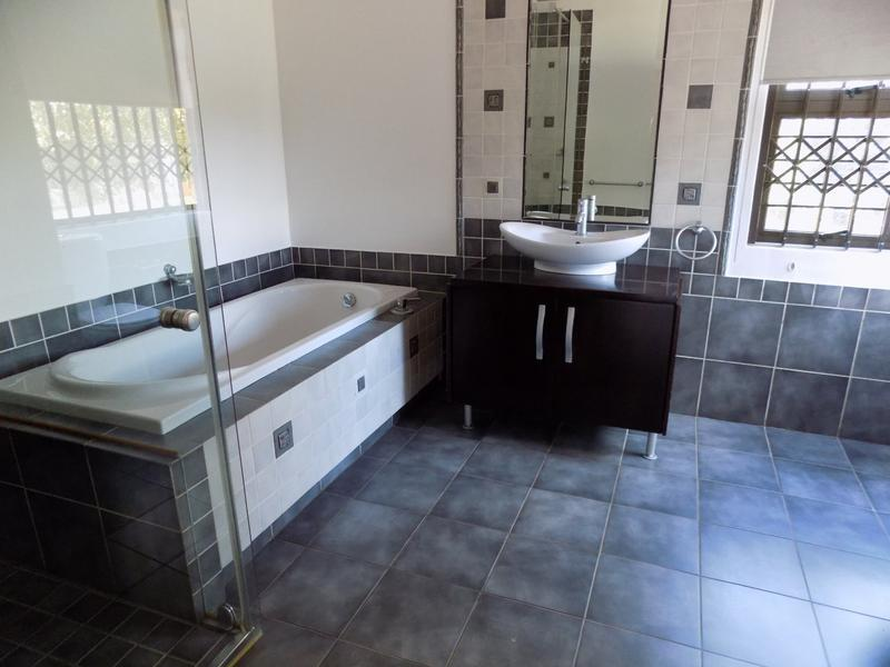 Property For Sale in Constantia Kloof, Roodepoort 6