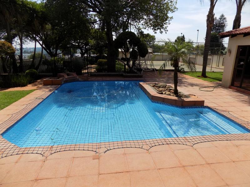 Property For Sale in Constantia Kloof, Roodepoort 9