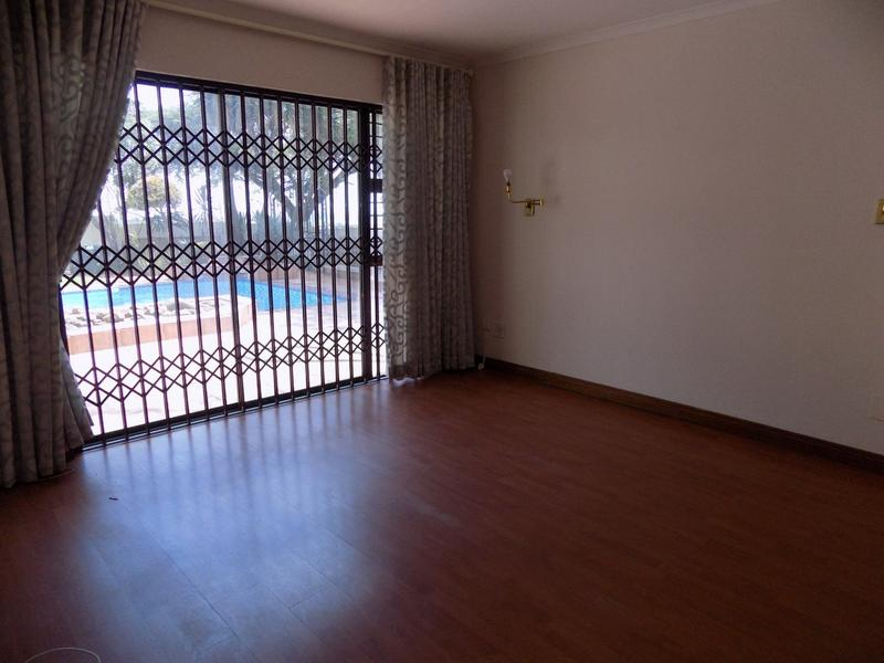 Property For Sale in Constantia Kloof, Roodepoort 21