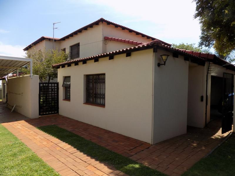 Property For Sale in Constantia Kloof, Roodepoort 24