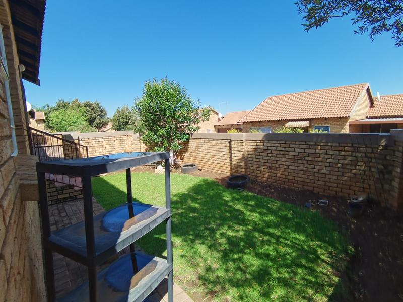 Property For Sale in Wilgeheuwel, Roodepoort 15