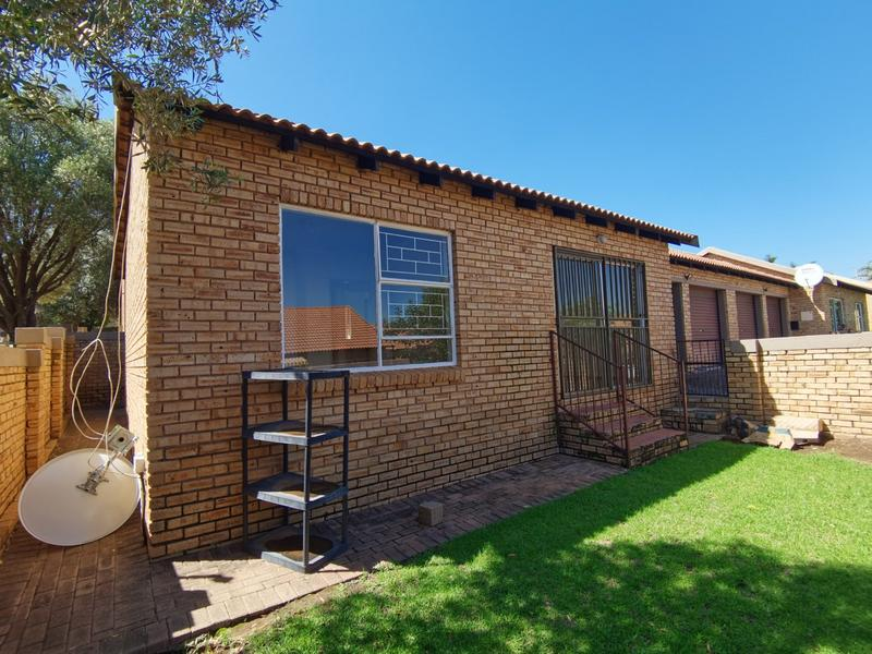 Property For Sale in Wilgeheuwel, Roodepoort 16