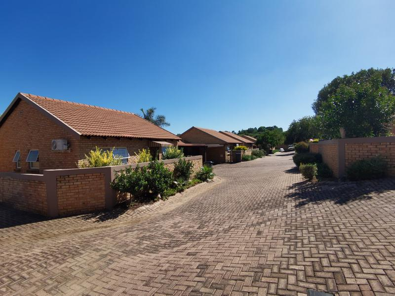 Property For Sale in Wilgeheuwel, Roodepoort 17