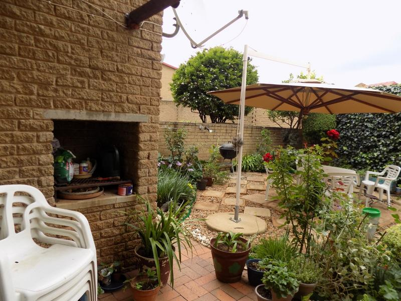 Property For Sale in Constantia Kloof, Roodepoort 5