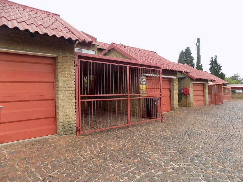 Property For Sale in Constantia Kloof, Roodepoort 8