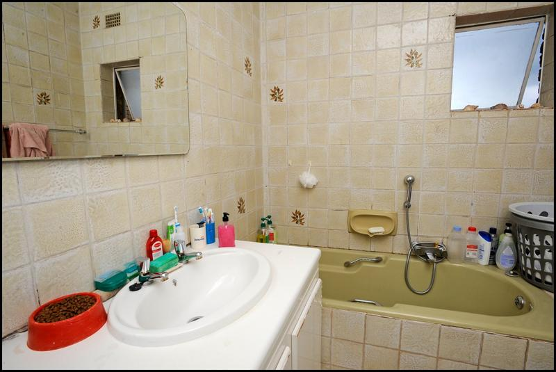 Property For Sale in Constantia Kloof, Roodepoort 18