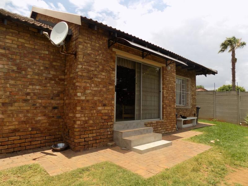 Property For Sale in Radiokop, Roodepoort 16