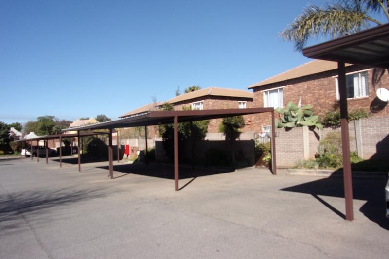 Property For Sale in Florida Glen, Roodepoort 13