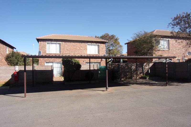 Property For Sale in Florida Glen, Roodepoort 14