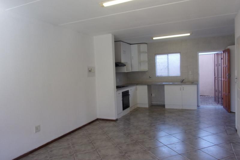 Property For Sale in Florida Glen, Roodepoort 15