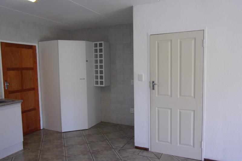 Property For Sale in Florida Glen, Roodepoort 17