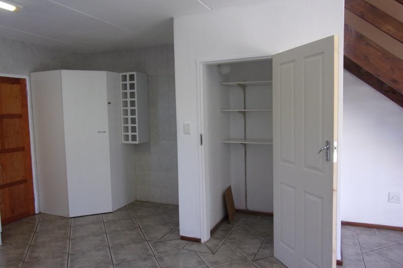 Property For Sale in Florida Glen, Roodepoort 18