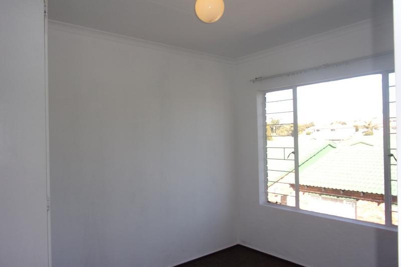 Property For Sale in Florida Glen, Roodepoort 24