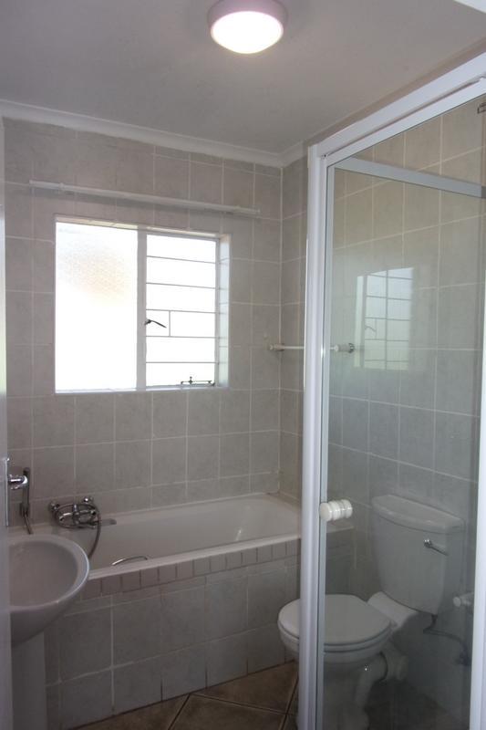Property For Sale in Florida Glen, Roodepoort 25