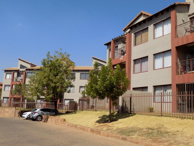 Property For Sale in Honeydew Grove, Roodepoort 2