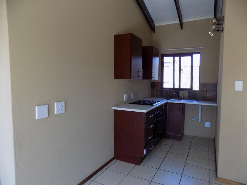 Property For Sale in Honeydew Grove, Roodepoort 6