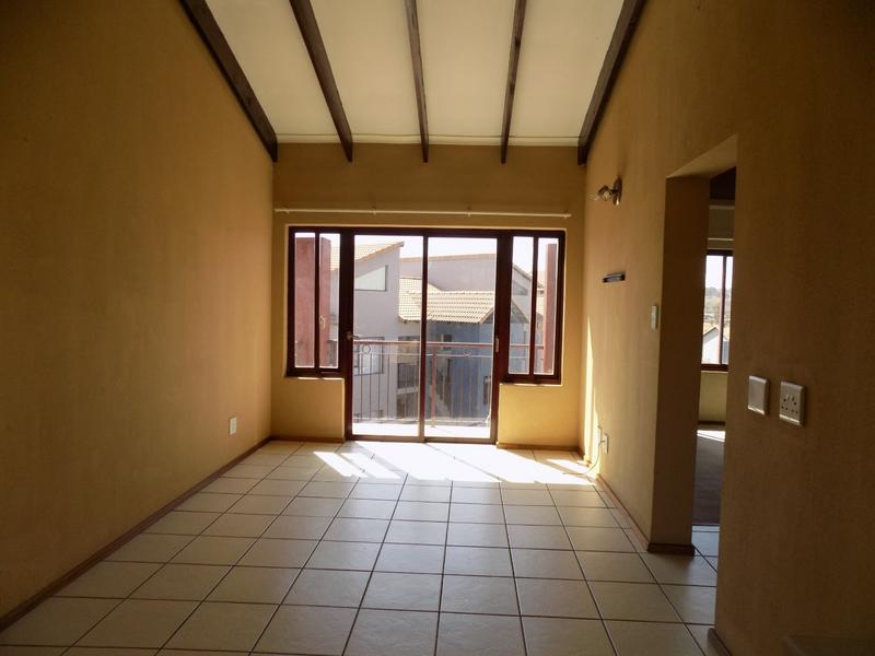 Property For Sale in Honeydew Grove, Roodepoort 8