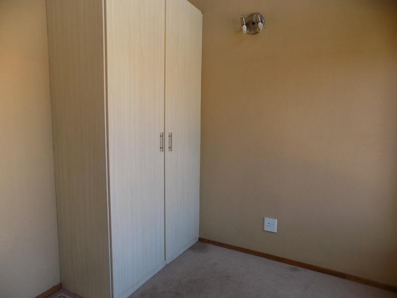 Property For Sale in Honeydew Grove, Roodepoort 14