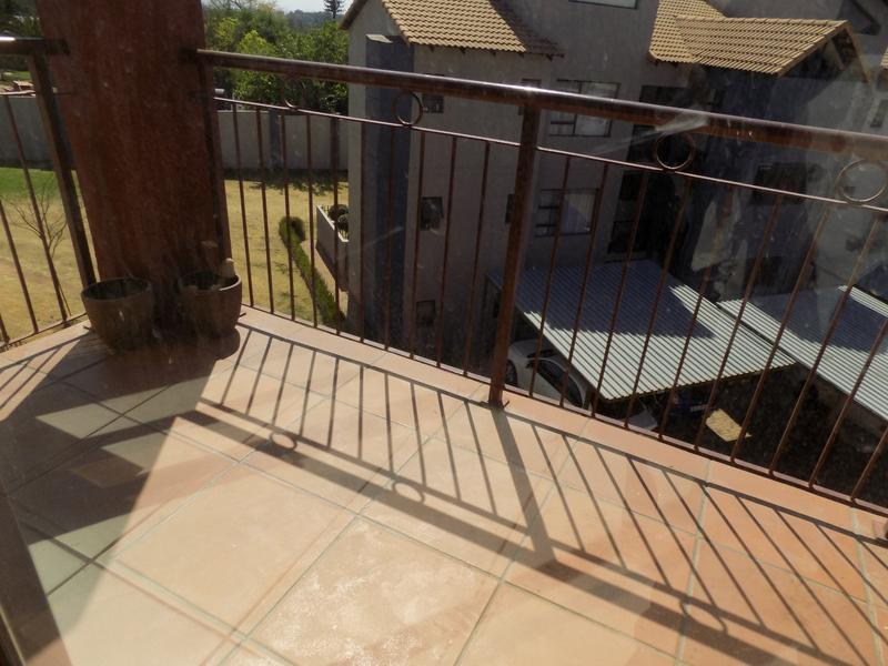 Property For Sale in Honeydew Grove, Roodepoort 15