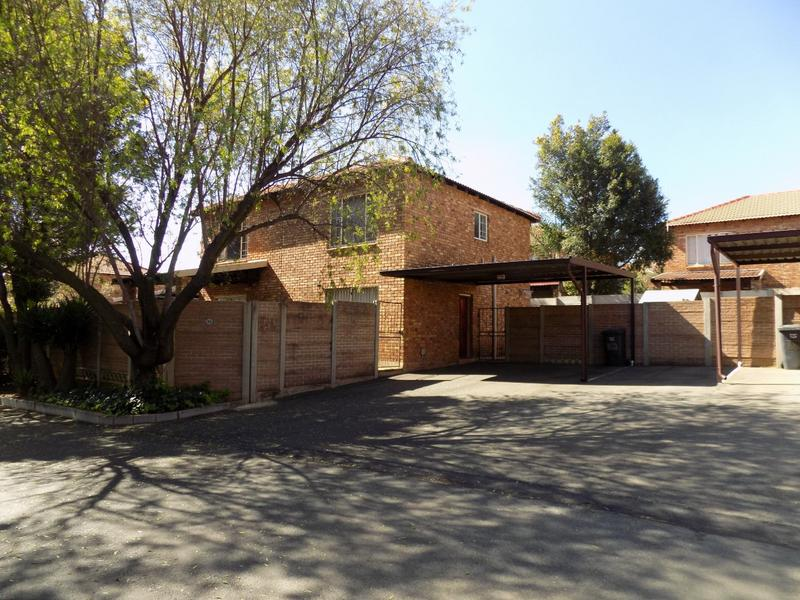 Property For Sale in Allen's Nek, Roodepoort 17