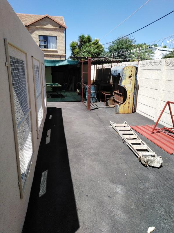 Property For Sale in Sophiatown, Johannesburg 36