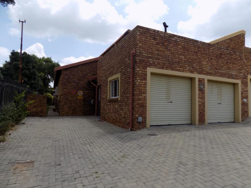 Property For Sale in Allen's Nek, Roodepoort 4