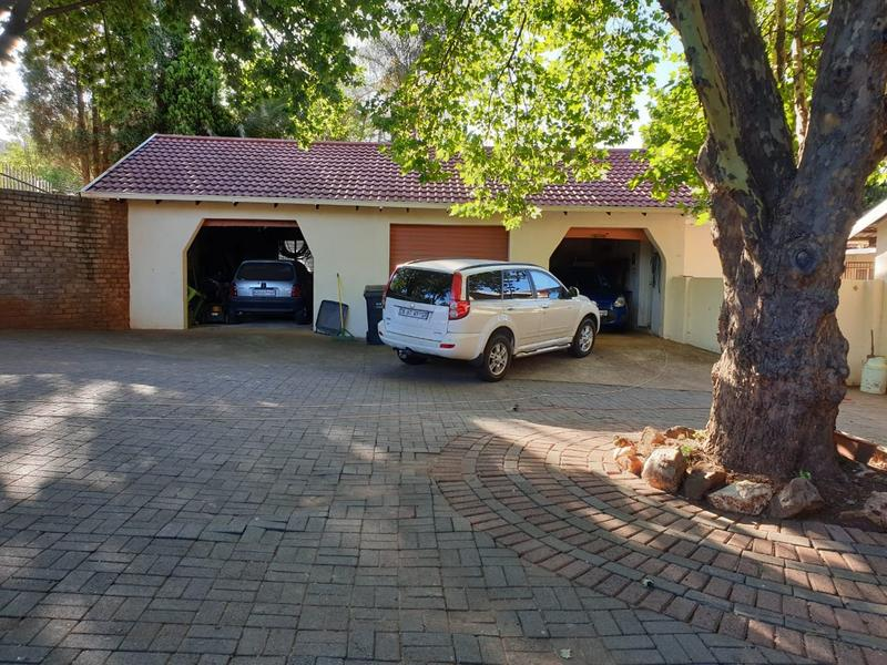 Property For Sale in Roodekrans, Roodepoort 17