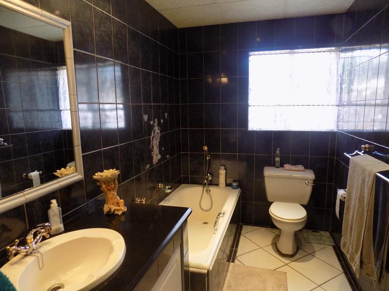 Property For Sale in Weltevreden Park, Roodepoort 8