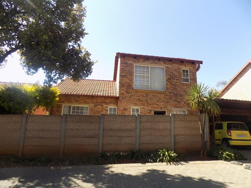 Property For Sale in Wilgeheuwel, Roodepoort 2
