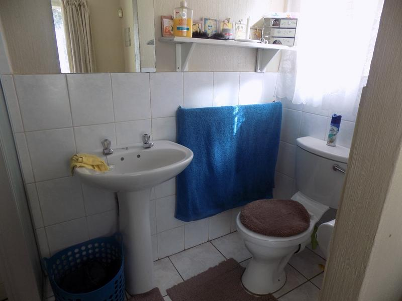 Property For Sale in Wilgeheuwel, Roodepoort 4