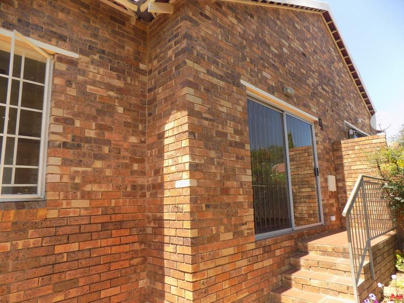 Townhouse For Sale in Honeydew Ridge, Roodepoort