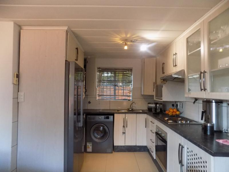 Property For Rent in Weltevreden Park, Roodepoort 4