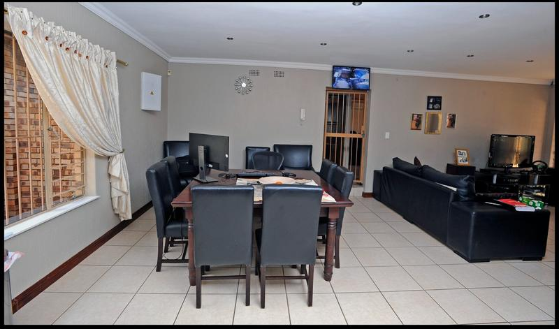 Property For Sale in Weltevreden Park, Roodepoort 24