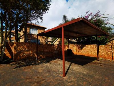 Townhouse For Rent in Wilgeheuwel, Roodepoort