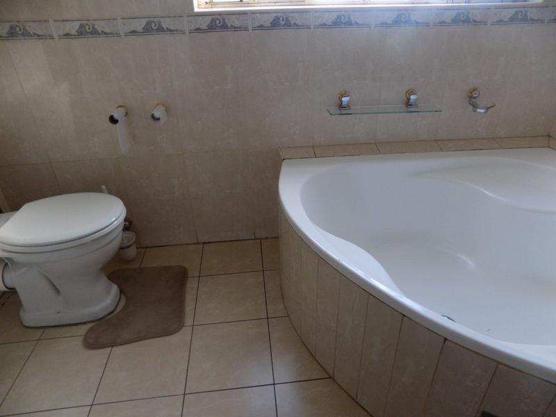 Property For Rent in Weltevreden Park, Roodepoort 13