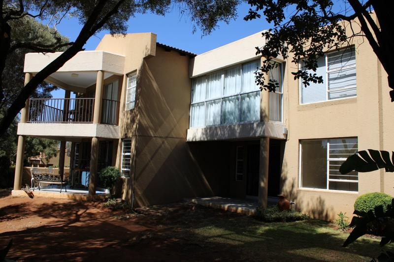 Property For Rent in Little Falls, Roodepoort 2