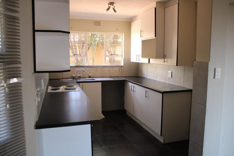 Property For Rent in Little Falls, Roodepoort 4