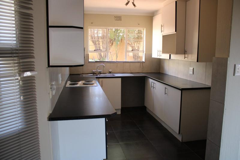 Property For Rent in Little Falls, Roodepoort 6