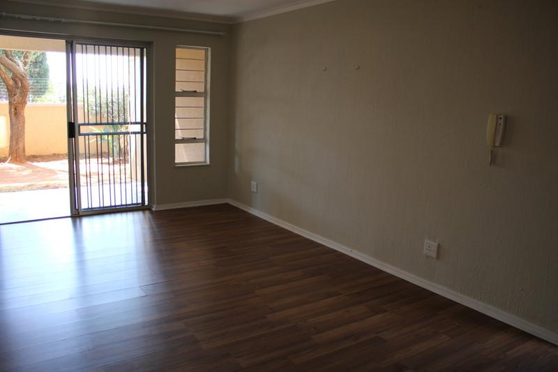 Property For Rent in Little Falls, Roodepoort 9
