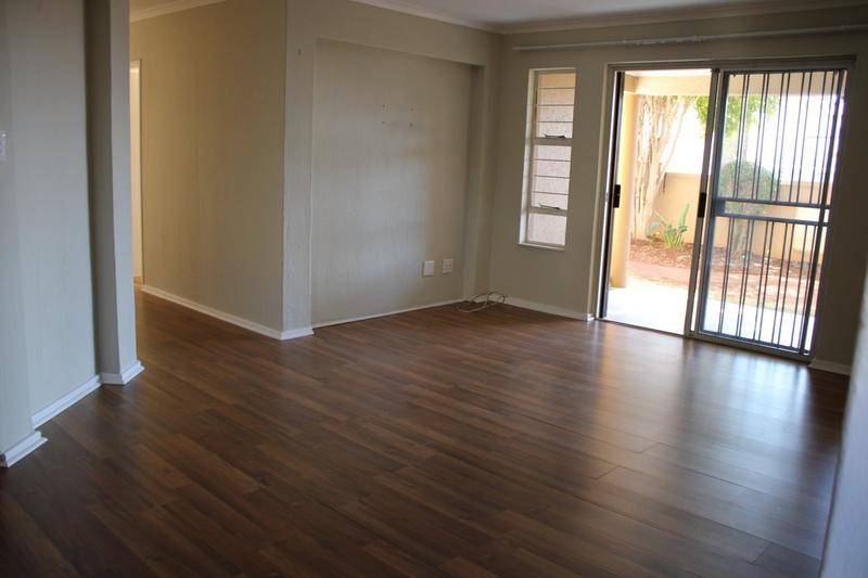 Property For Rent in Little Falls, Roodepoort 10