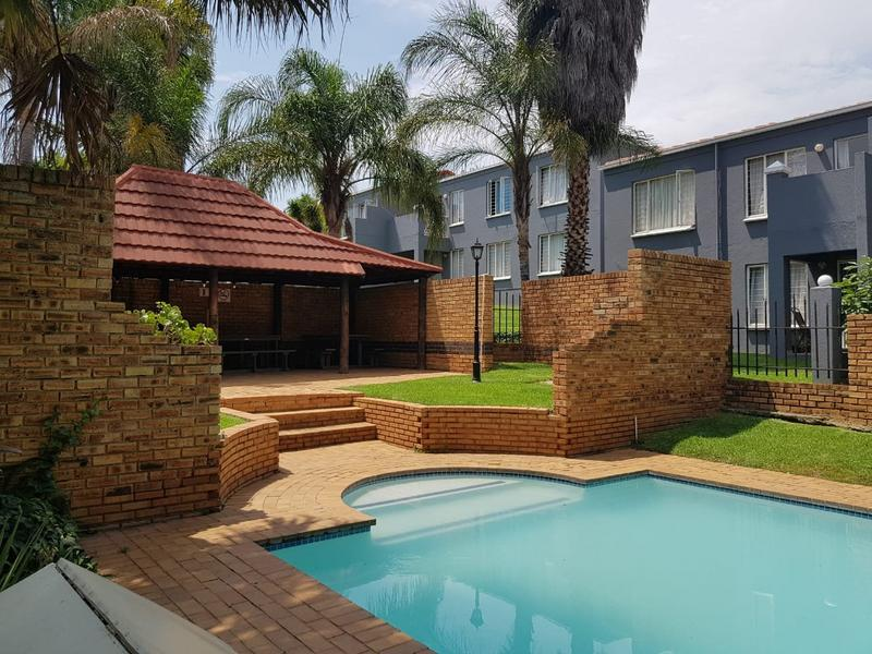 Apartment / Flat For Rent in Radiokop, Roodepoort
